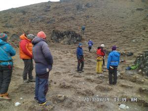 Manage rope to climb peak